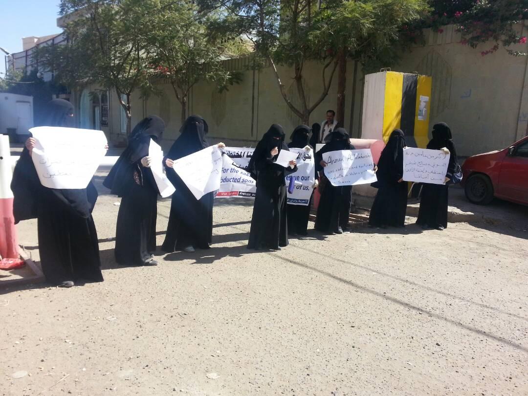 صنعاء.. رابطة الأمهات تدين تعذيب المختطفين حتى الموت في سجون المليشيات
