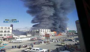 حريق ضخم يلتهم مول برافو سنتر أحد أكبر المراكز التجارية في حي شميلة بصنعاء
