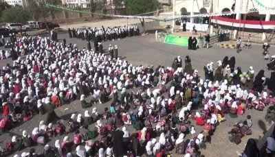 طالبات مدرسة بصنعاء يرفضن ترديد الصرخة الخمينية ويهتفن لليمن