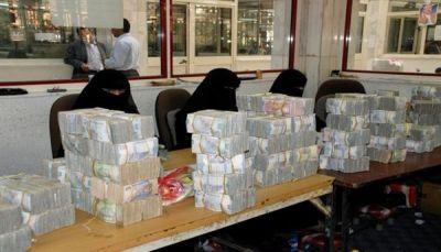 تحذيرات من مضاربات حوثية تهوي بصرف العملة الوطنية مجدداً