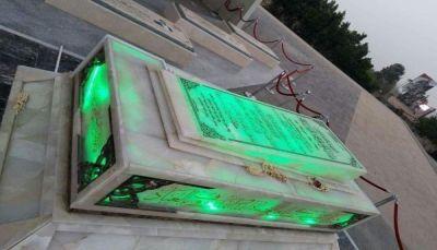 """مليشيا الحوثي تلزم الموظفين بـ""""صنعاء"""" بزيارة قبر الصريع """"الصماد"""""""