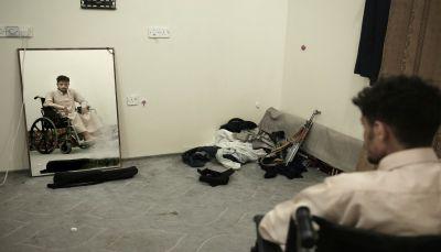 """خرج مشلولاً بسبب التعذيب.. الصراري يروي لـ""""أسوشيتد برس"""" الوحشية في سجون الحوثيين"""