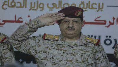 وزير الدفاع يؤكد على توحيد الخطاب الإعلامي بما يعزز وحدة الصف الجمهوري