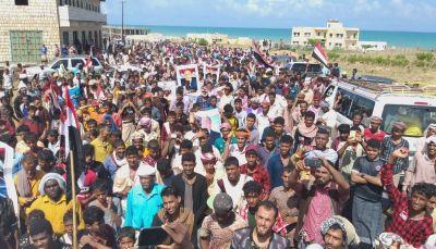 سقطرى تشهد مظاهرة حاشدة تأييداً للشرعية وتنديداً بعبث المليشيات