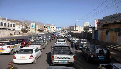 قيادي حوثي يفضح فساد وعبث جماعته: ناقلات النفط مكدسة بالأحواش وصنعاء في أزمة