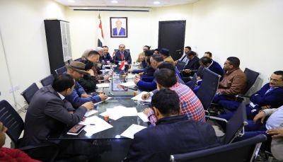 وزير الاعلام يدعو لتعزيز جهود الإعلام المساند للشرعية