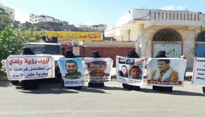 رابطة الأمهات تطالب بالإفراج الفوري عن المعتقلين والمخفيين قسراً بعدن