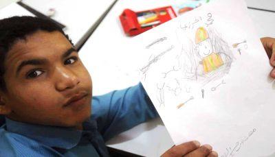"""ما بين التسول ومتارس القتال.. قصة الطفل """"محمد راجح"""" الذي عانى من استغلال والده وتجنيد الحوثيين"""