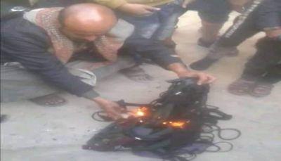 على خطى داعش.. مليشيات الحوثي تداهم محلات الملابس النسائية وتحرق كميات منها بصنعاء