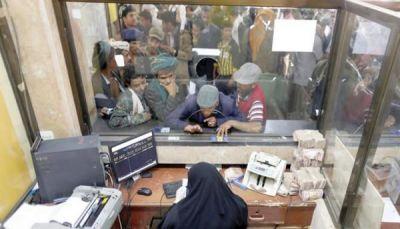 صنعاء.. انعكاسات سلبية على الحياة بعد منع الحوثيين الفئات الجديدة من العملة