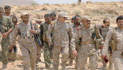 الفريق المقدشي يتفقد جبهات نهم والعرادة: عازمون على تحرير صنعاء