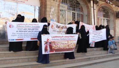 رابطة أمهات المختطفين بتعز.. 156 مختطف لايزالون يتعرضون لتعذيب في سجن الصالح