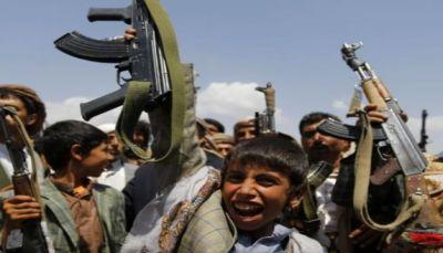 """تعيش إفلاسها الأخلاقي.. مشاهد مصورة تظهر زجّ (الحوثية) بـ """"الصم والبكم"""" إلى جبهات القتال (فيديو)"""
