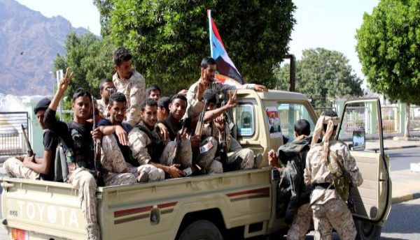 """الحكومة: التماهي مع انقلاب """"الانتقالي"""" يهدد مشروعية التحالف والمعركة ضد الحوثيين"""