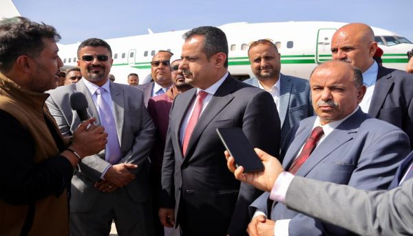 فور وصوله عدن: رئيس الوزراء يعلن عن خطة عاجلة لتطبيع الأوضاع بعدن