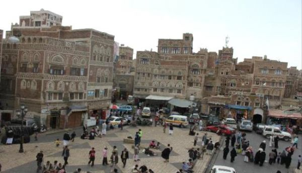 حرب حوثية مستمرة ضد الاقتصاد.. مداهمة لسوق ذهبان بصنعاء وإغلاق محل خياطة