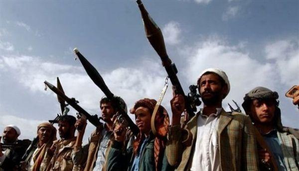 امرأة ستينية تدعو بزوال الحوثيين في أحد شوارع صنعاء: (قتلوا أولادي)