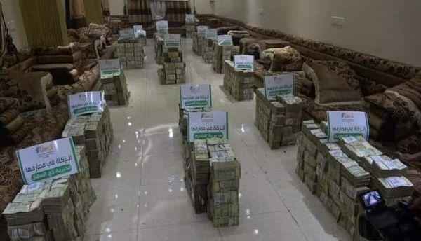 صورة تُظهر حجم الأموال التي نهبها مشرف حوثي من إحدى مديريات إب تحت مسمى الزكاة