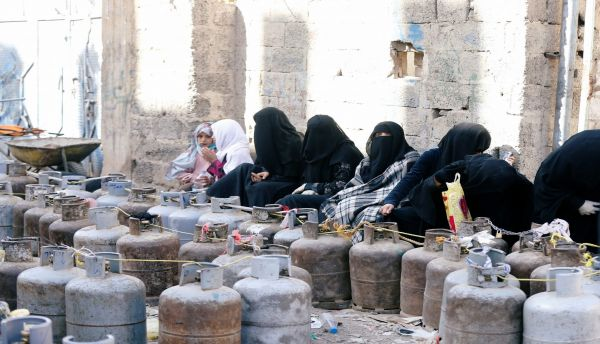 قبل يوم من العيد.. مليشيا الحوثي تفتعل أزمة غاز بصنعاء