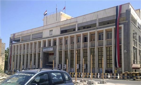 البنك المركزي يعتمد تغطية اعتمادات جديدة للتجار بسعر 440 ريال للدولار
