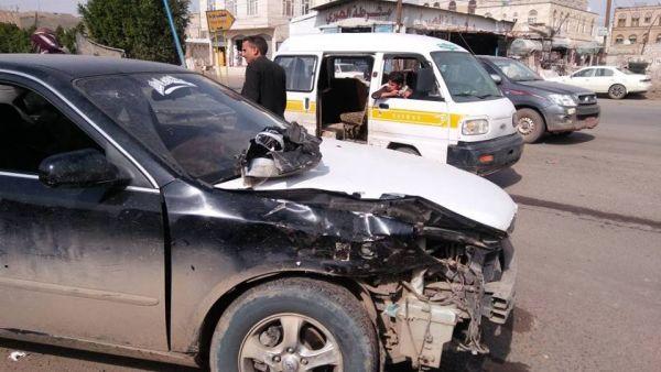 """وفاة 5 أشخاص بينهم امرأة وطفلها في حادث دهس سيارة وسط """"صنعاء"""""""