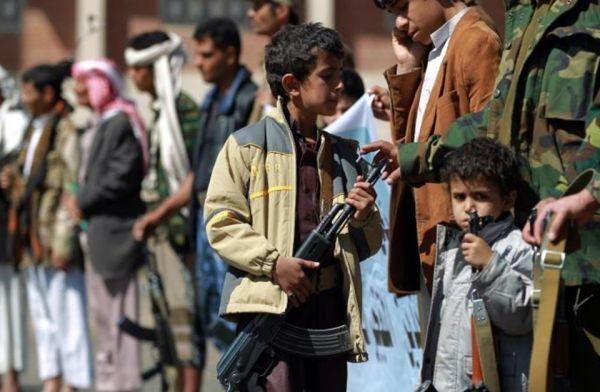 """الاعتداء على """"طفل"""" مزق صورة زعيم جماعة الحوثي في الجامع الكبير بصنعاء"""