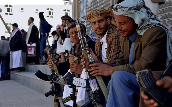 مليشيا الحوثي تستدعي الجنود من المنازل وتجبرهم لحضور دورات طائفية
