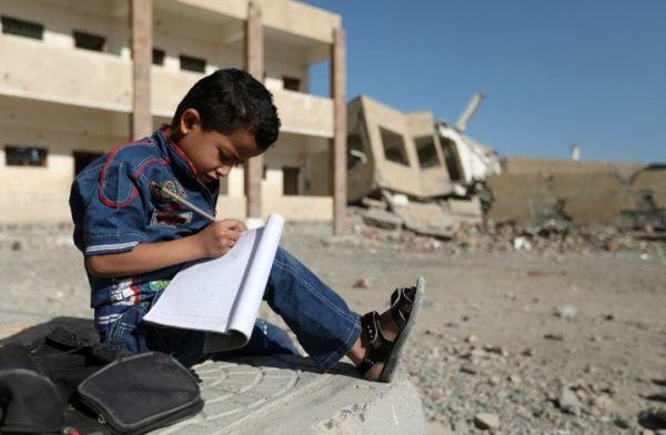 أزمة الرواتب تهدد العام الدراسي الجديد في صنعاء