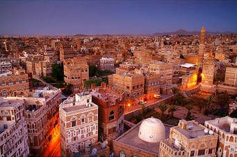 انهيار غير مسبوق للريال اليمني والتجار يوقفون التعاملات التجارية في صنعاء