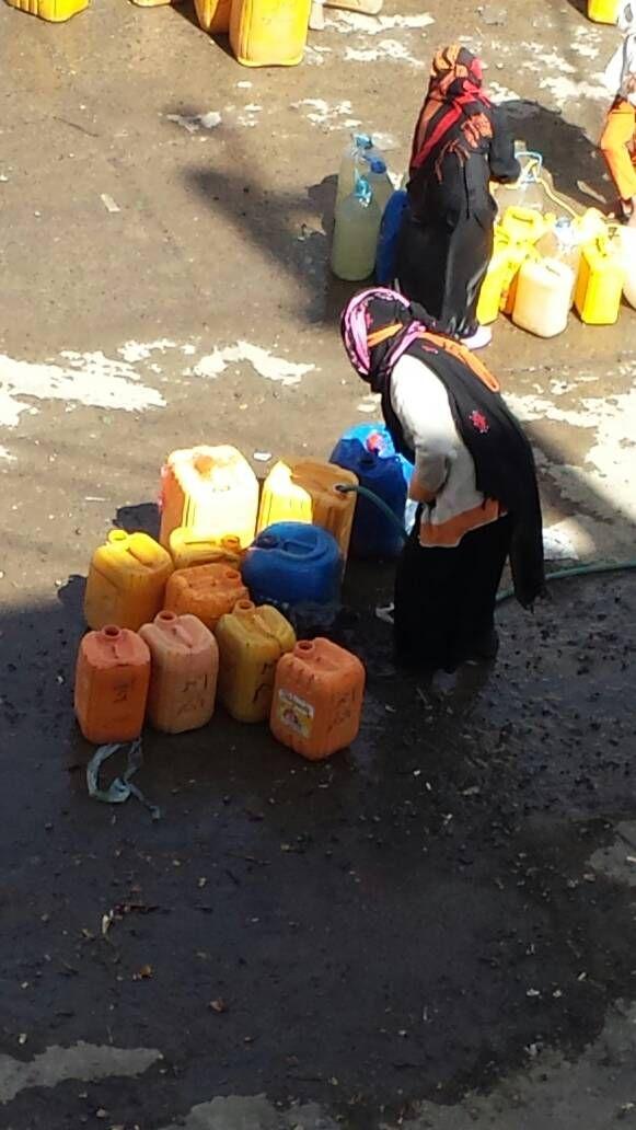 وسط تجاهل مليشيات الانقلاب ... أزمة المياة تخنق الحياة بصنعاء