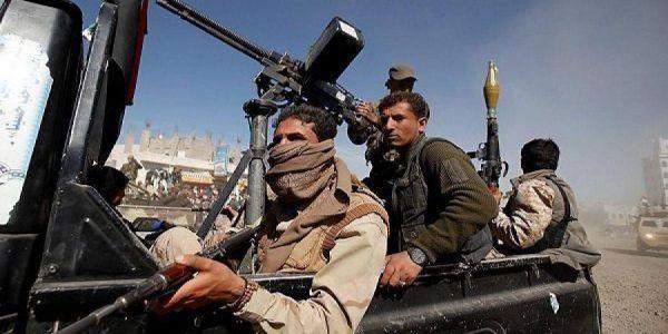 """الحوثيون يقتحمون قسم شرطة بصنعاء ويطلقون سراح متهمين بـ""""بيع الخمر"""""""