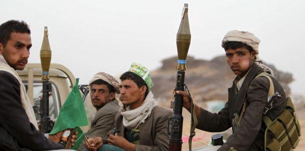 """سكان يقبضون على """"لص"""" بصنعاء ومليشيات الحوثي تنقذه بطريقة غريبة"""