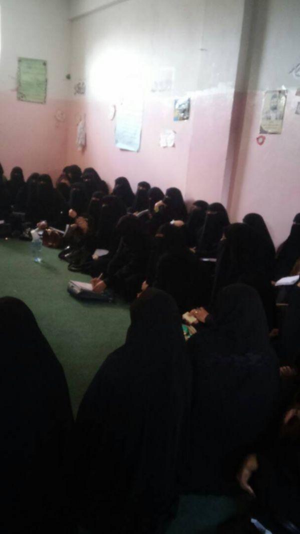 دورات تدريبية لمتطوعات حوثيات تمهيداً لإحلالهن بدلا عن معلمات مضربات