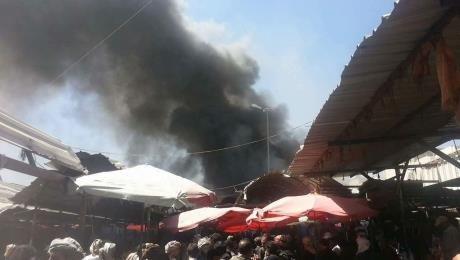 شهود عيان: حريق هائل في محلات مخازن بيع السلاح وسط العاصمة صنعاء