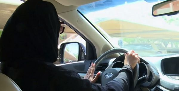 مسؤول كويتي: الكويت لا تسمح بتدريب السعوديات على قيادة المركبات أو منحهن رخصة القيادة الكويتية