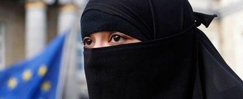 حظر النقاب في أوروبا: وسيلة اندماج أم طريقة استفزاز