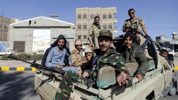 مليشيا الحوثي تنهب أحد تجار العاصمة (مليار ريال) دعما لما يُسمى بالمجهود الحربي