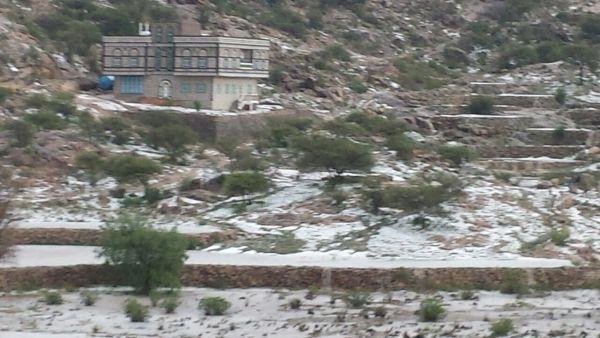 موجات الصقيع الشديدة.. أزمة أخرى تفاقم معاناة الأسر الفقيرة والمعدمة بصنعاء