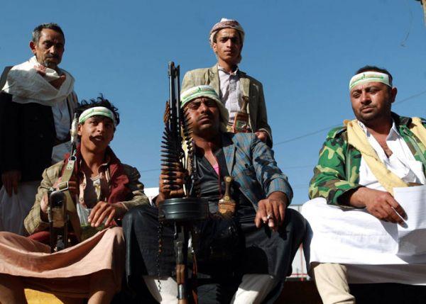 مليشيا الحوثي تجرد المختطفين في الأمن السياسي بصنعاء من الملابس الشتوية