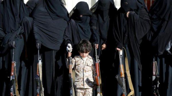 """مليشيات الحوثي النسائية """"الزينبيات"""" يعتدين بالضرب على الطالبات بـ""""صنعاء"""""""