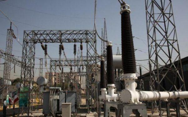 """""""عاصمة مظلمة"""".. المضايقات الحوثية تدفع شركات الكهرباء التجارية للإغلاق"""