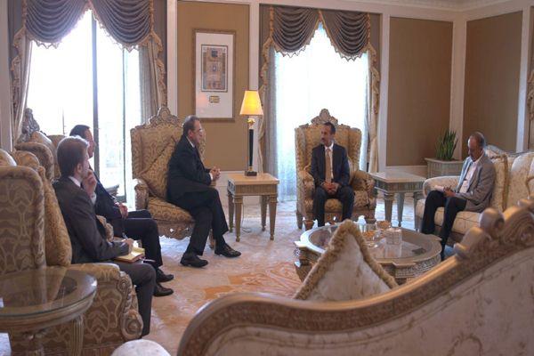 الإمارات تكشف عن لقاء جمع مبعوث الرئيس الروسي بنجل صالح في أبو ظبي