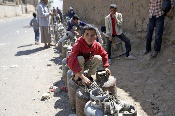 بعد جرعة الخبز.. الحوثيون يرفعون أسعار الغاز المنزلي بصنعاء
