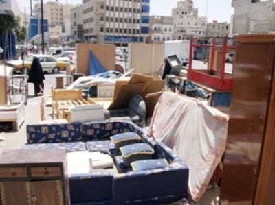 صنعاء.. مواطنون يبيعون أثاث منازلهم للحصول على قوتهم اليومي