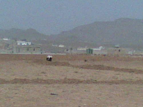 بمساحة 200 لبنة.. مليشيا الحوثي تسطو على أرضية مواطن في صنعاء بقوة السلاح