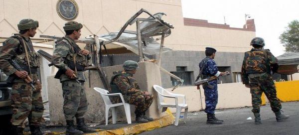 تسريح 360 موظفًا يمنيًا كانوا يعملون لدى السفارة الأمريكية بصنعاء