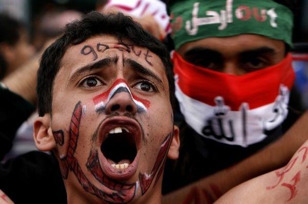 """أوجه التناقض بين مشروعين.. لماذا أعلن """"الحوثيون"""" العداء لثورة """"11 فبراير"""" ورموزها؟"""