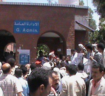 صنعاء.. المليشيات تمنع استقبال المرضى في مستشفى الثورة العام