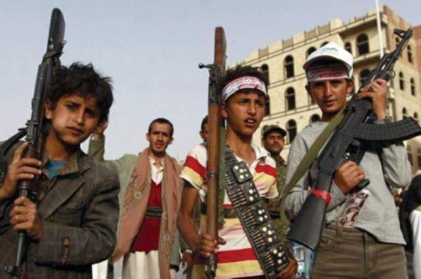 صحيفة بريطانية تفضح حيل الحوثي لاستدراج أطفال اليمن إلى الجبهات