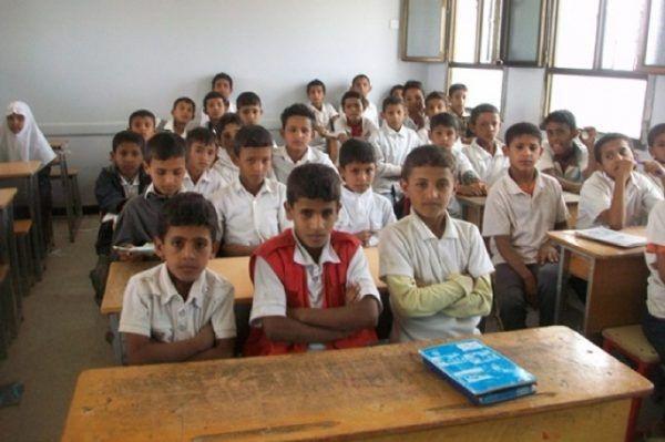 """في مدارس العاصمة.. قيادات حوثية تحرض """"الطلاب"""": الذهاب إلى القتال خير من التعليم"""